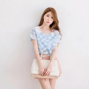 ❤❤ พร้อมส่งค่ะ ❤❤ เสื้อชีฟองผสมผ้ากอซ แต่งมุกสีขาวและสีเงิน รอบคอ สวยน่ารักมากๆ ค่ะ สีน้ำเงินพร้อมส่งค่ะ