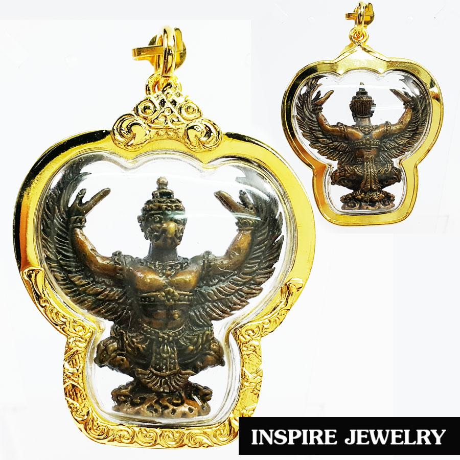 INSPIRE JEWELRY จี้พญาครุฑวายุพักตร์ บารมีเศรษฐี สุดยอดเครื่องรางเกจิคณาจารย์ มงคลหนุนดวง เสริมโชคลาภวาสนา มิ่งมีเงินทอง เพิ่มพูนอำนาจบารมี กรอบทองตอกลาย ขนาด 4x4.5cm. พร้อมกล่องกำมะหยี่ สำหรับเก็บเป็นที่ระลึก ของขวัญ ของฝาก ปีใหม่ วาระสำคัญต่างๆ