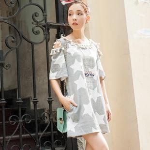 """""""พร้อมส่ง""""เสื้อผ้าแฟชั่นสไตล์เกาหลีราคาถูก Brand Weiweimei เดรสสีพื้นลายทางขาวดำ ลายดาวสีขาว เว้าไหล่ ด้านหลังแต่งลูกไม้ ไม่มีซับใน -สีดำ"""
