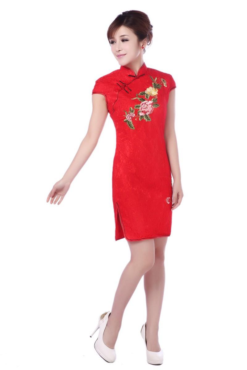พร้อมส่งกี่เพ้าสีแดงลายดอกไม้สวยหรู