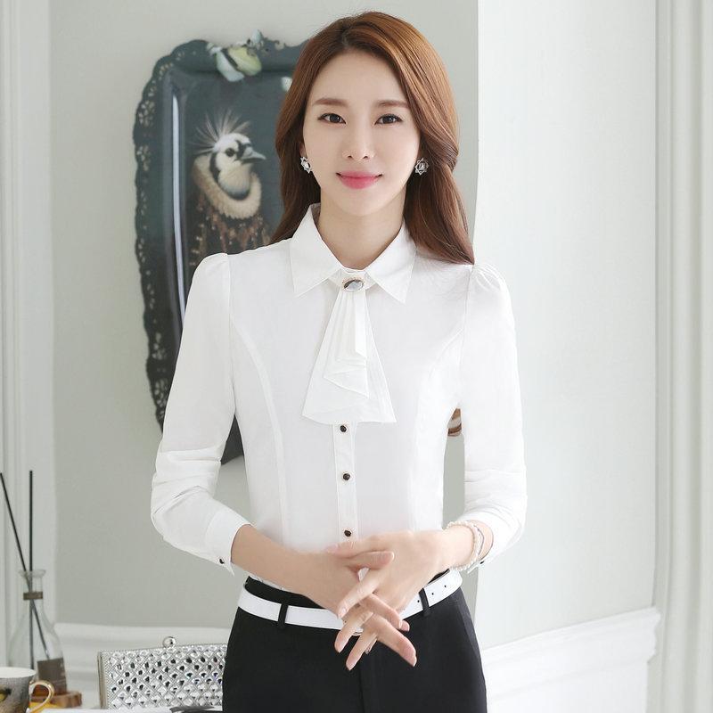 เสื้อเชิ้ตผู้หญิงแขนยาว สีขาว คอประดับพลอย เป็นชุดทำงานชุดยูนิฟอร์มเรียบหรู