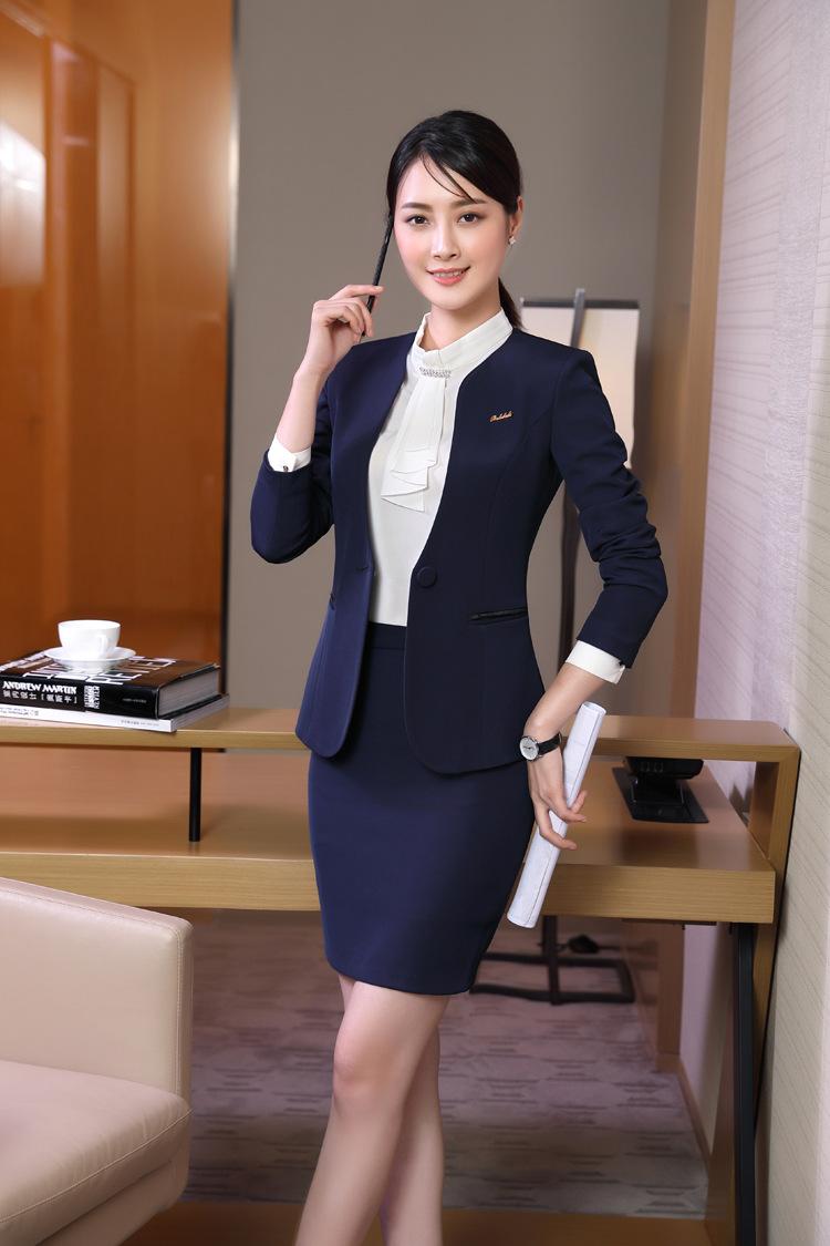ชุดสูทผู้หญิงแขนยาว เสื้อสูทไม่มีปกสีน้ำเงินเข้ม พร้อมกระโปรงสีน้ำเงินเข้ม