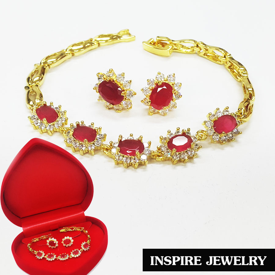 Inspire Jewelry ชุดเซ็ท 2 ชิ้น มีสร้อยข้อมือทับทิมล้อมเพชร และต่างหูทับทิมล้อมเพชร และกล่องกำมะหยี่ งานจิวเวลลี่ หุ้มเศษทอง 24K ปราณีต งดงาม สวยหรู
