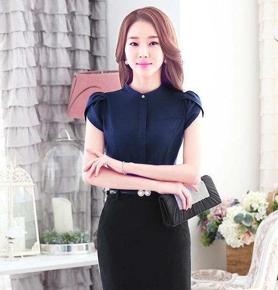 เสื้อทำงานผู้หญิงแขนสั้น สีน้ำเงินเข้ม เป็นชุดทำงานชุดยูนิฟอร์มเรียบหรู