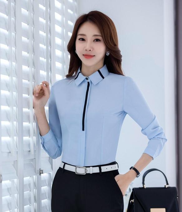เสื้อเชิ้ตทำงานผู้หญิงแขนยาวเรียบหรู สีฟ้า คลิปดำ
