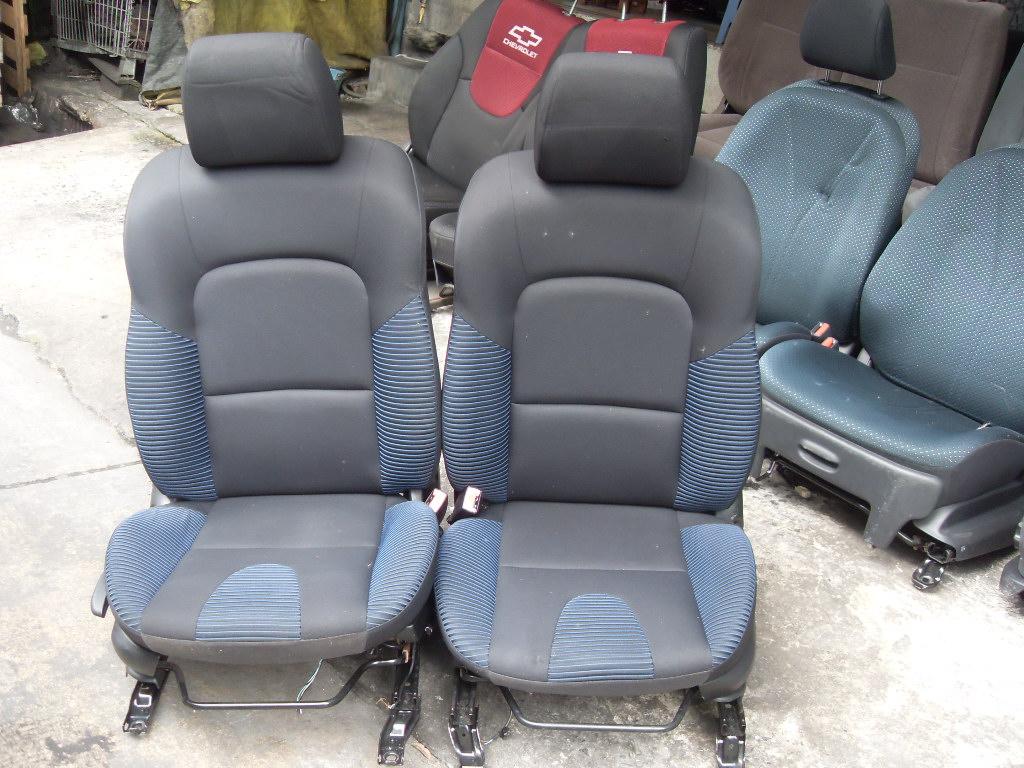 Mazda 3 เบาะMazda 3 ปี 2005-2010 สีเทาสลับลูกฟูกสีฟ้า มีก้านยกก้นแบบไฮโซใช้โยกปั๊มขึ้น,ลง เบาะมาสด้า 3 MAZDA3 ราคาตามข้างล่างนี้เป็นราคาต่อคู่นะครับ