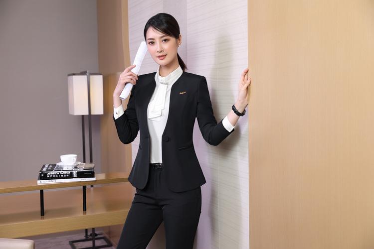 ชุดสูทผู้หญิงแขนยาว เสื้อสูทไม่มีปกสีดำพร้อมกางเกงสีดำ