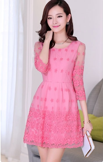 """size M """"พร้อมส่ง""""เสื้อผ้าแฟชั่นสไตล์เกาหลีราคาถูก เดรสออกงาน ซับในเป็นเดรสแขนกุดสีชมพู คลุมด้วยผ้าลูกไม้ลายดอกไม้ แขน4ส่วน ซิปข้าง"""
