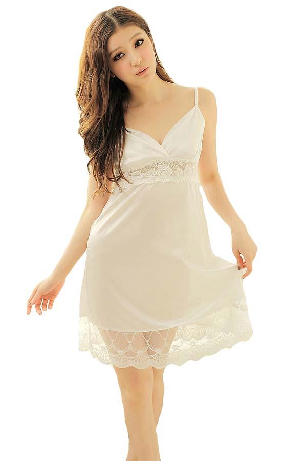 ชุดนอนซีทรูสีขาวเนื้อผ้าซาตินสีขาวชายกระโปรงสวยงามด้วยลูกไม้
