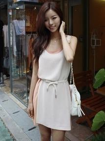"""""""พร้อมส่ง""""เสื้อผ้าแฟชั่นสไตล์เกาหลีราคาถูก Brand Cherry KOKO เดรสชีฟองสีชมพูหม่น แขนกุด ด้านหน้าซ้อนทับสีขาว ปล่อยชายด้านข้างเก๋ๆ มีซับใน มีผ้าผูกเอวให้"""