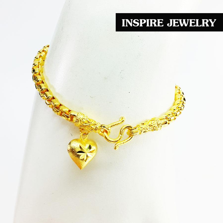 Inspire Jewelry ,สร้อยข้อมือลายบล็อค ขนาด 1 บาท ห้อยหัวใจทองตอกลาย ยาว 17cm. พร้อมถุงกำมะหยี่