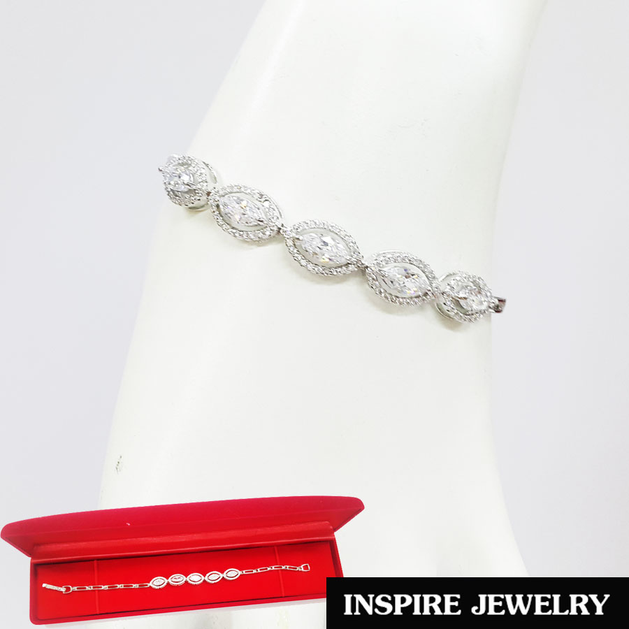 Inspire Jewelry สร้อยข้อมือเพชรรูปมาคี 5เม็ด ล้อมเพชร งานจิวเวลลี่ แบบร้านเพชร งานน่ารัก ปราณีต สวยงาม พร้อมกล่องกำมะหยี่ เหมาะกับการแต่งกายทุกรูปแบบ