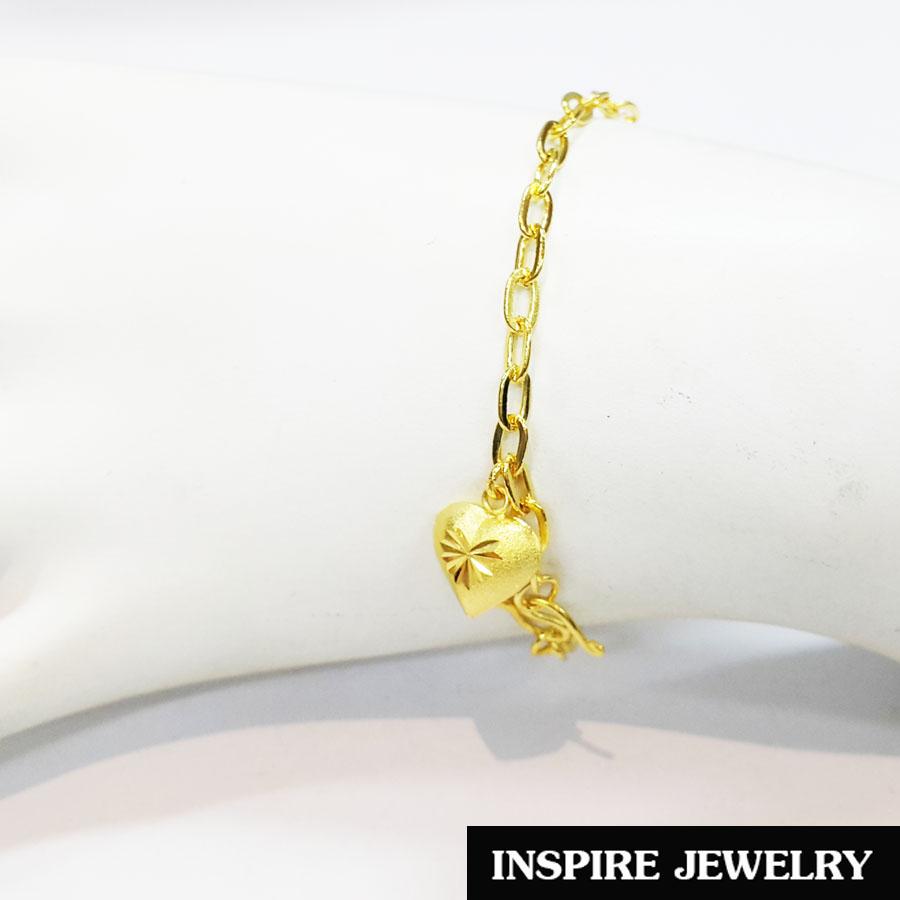 Inspire Jewelry ,สร้อยข้อมือลายโซ่ขัดเงา ห้อยหัวใจทองตอกลาย เส้นขนาด50 สต.พร้อมถุงกำมะหยี่