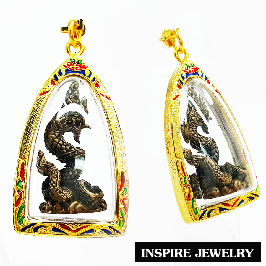 Inspire Jewelry บูชาจี้พญานาค วัดศรีสุทโธ จ.อุดรธานี คำชะโนด เนื้อทองเหลืองเก่าสวย ผ่านพิธีปลุกเสก เครื่องราง วัตถุมงคล เสริมดวง เรียกทรัพย์ รับโชค ความเจริญรุ่งเรือง เลี่ยมกรอบชุบทองลงยา เลี่ยมกันน้ำ ขนาด 3x5.5cm.