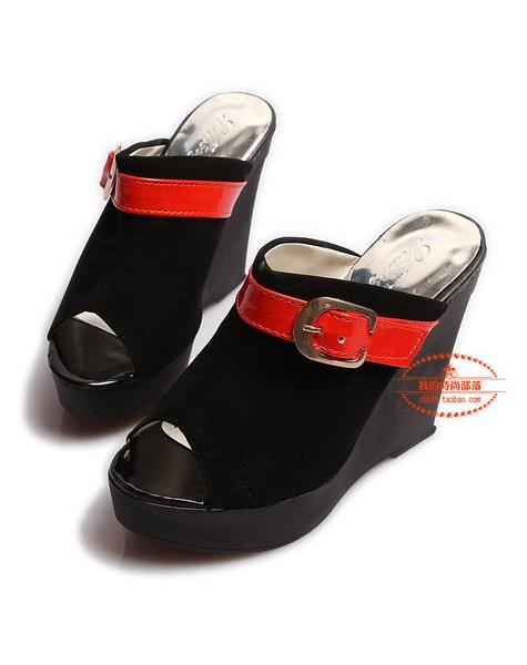 ขายขาดทุนเคลียสต็อกส่ง:รองเท้าแฟชั่นเกาหลีเก๋ๆมีส้นแต่งสายคาดสีแดง (size37)