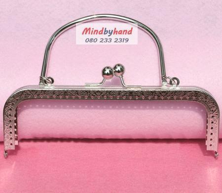 ปากกระเป๋าปิกแป๊ก สีเงิน (มีลาย) แบบตรง มีที่จับ 7 นิ้ว
