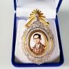 INSPIRE JEWELRY Product details of จี้พร้อมเข็มกลัดรูปในหลวงฝังเพชรสวิส งานจิวเวลลี่ gold plated / diamond clonning size 7x4.5cm.