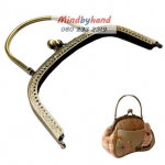 ปากกระเป๋าปิกแป๊ก สีทองรมควัน (มีลาย) แบบโค้ง มีที่จับ 7 นิ้ว