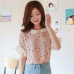 """""""พร้อมส่ง""""เสื้อผ้าแฟชั่นสไตล์เกาหลีราคาถูก Brand Magic closet เสื้อชมพูคอบัว ลายดอก มีระบายที่ปลายแขน มีซิปหลัง"""