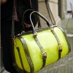 """""""พร้อมส่ง""""กระเป๋าแฟชั่น Mikko กระเป๋าสะพาย พลาสติกใส ด้านในมีกระเป๋าอีกใบลายเสือ ถอดออกมาได้ มีสายสะพายยาวให้ สวยค่ะ -สีเหลืองเขียว"""