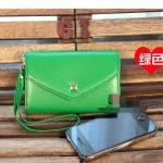 """""""พร้อมส่ง""""กระเป๋าใส่iPhone แบบมงกุฏ -สีเขียว (กระเป๋าจะมีตำหนินิดหน่อยตรงที่เป็นสีทอง สีมันลอกนะคะ ตรงรูเกี่ยวกับตะขอเกี่ยวค่ะ)"""