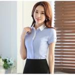 เสื้อเชิ้ตทำงานแขนสั้นสีฟ้า ปกสีขาว เป็นชุดยูนิฟอร์ม ชุดพนักงานออฟฟิต