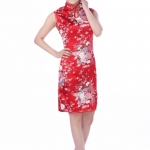 กี่เพ้าสีแดงผ้ามันลายดอกไม้นี้ขายดีมว๊ากค่ะ Size M / L / XL / XXL