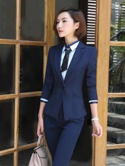ชุดสูทผู้หญิงแขนยาวพนักงานออฟฟิต เสื้อสูทมีปกสีน้ำเงินกรมท่า พร้อมกางเกงสูทสีน้ำเงินกรมท่า