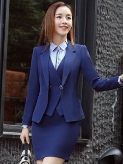 ชุดสูทผู้หญิงแขนยาว เสื้อสูทมีปกสีน้ำเงินกรมท่า พร้อมกระโปรงสีน้ำเงินกรมท่า