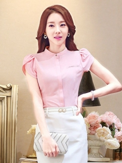 เสื้อทำงานผู้หญิงแขนสั้น สีชมพู เป็นชุดทำงานชุดยูนิฟอร์มเรียบหรู