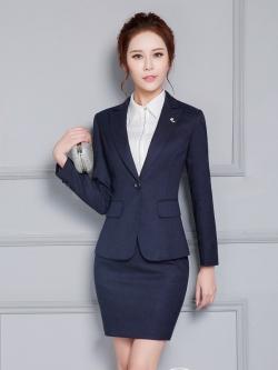 ชุดสูทผู้หญิงแขนยาวพนักงานออฟฟิต เสื้อสูทมีปกสีน้ำเงินกรมท่า พร้อมกระโปรงสีน้ำเงินกรมท่า
