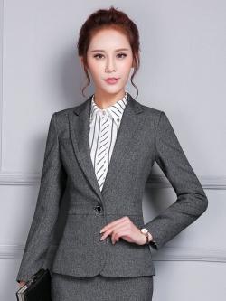 ชุดสูทผู้หญิงทำงานแขนยาว เสื้อสูทมีปกสีเทาดำ พร้อมกระโปรงสีเทาดำ