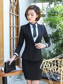 ชุดสูทผู้หญิงแขนยาวพนักงานออฟฟิต เสื้อสูทมีปกสีดำ พร้อมกระโปรงสีดำ