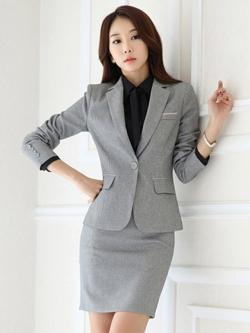 ชุดสูทผู้หญิงแขนยาวพนักงานออฟฟิต เสื้อสูทมีปกสีเทาอ่อน พร้อมกระโปรงสีเทาอ่อน