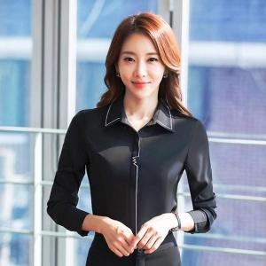 เสื้อเชิ้ตผู้หญิงแขนยาว สีดำ คลิปขาว เป็นชุดทำงานชุดยูนิฟอร์มเรียบๆ