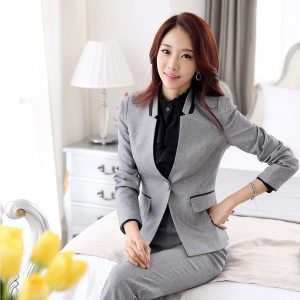ชุดสูทผู้หญิงพนักงานออฟฟิต เสื้อสูทสีเทา พร้อมกางเกงสีเทา