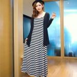 """""""พร้อมส่ง""""เสื้อผ้าแฟชั่นสไตล์เกาหลีราคาถูก set 2 ชิ้น เสื้อคลุมตัวยาวแขนยาวสีดำ+ Maxi dress เดรสยาวสายเดี่ยวลายขวางสีขาวดำ ไม่มีซับใน"""
