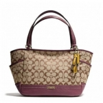 Coach  Park Signature Carrie Tote # 23297 สี Khaki Burgundy