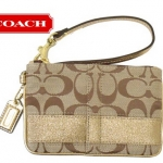 Coach 42618 Signature Stripe Wristlet สี Khaki/Gold
