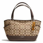 Coach  Park Signature Carrie Tote # 23297 สี Khaki Mahogany