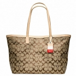 Coach legacy weekend signature c medium zip top tote # 23465 สี SILVER / KHAKI / VACHETTA