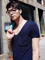เสื้อคอกว้างสีพื้นแฟชั่นผู้ชายจากเกาหลีมี5สี