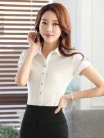 เสื้อเชิ้ตทำงานแขนสั้น สีขาว ปกผ้าลาย เป็นชุดยูนิฟอร์ม ชุดพนักงานออฟฟิต