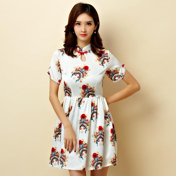 ชุดกี่เพ้าสั้นผ้าซาตินยืดสไตล์เจ้าหญิง คอจีน แขนสั้น สีออฟไวท์ลายอุปรากรจีน (XL,2XL,3XL) JK-9951