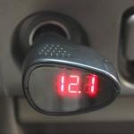 โวลต์มิเตอร์วัดไฟแบตรถยนต์ดิจิตอล แบบเสียบที่จุดบุหรี่ ( mini-car voltmeter )