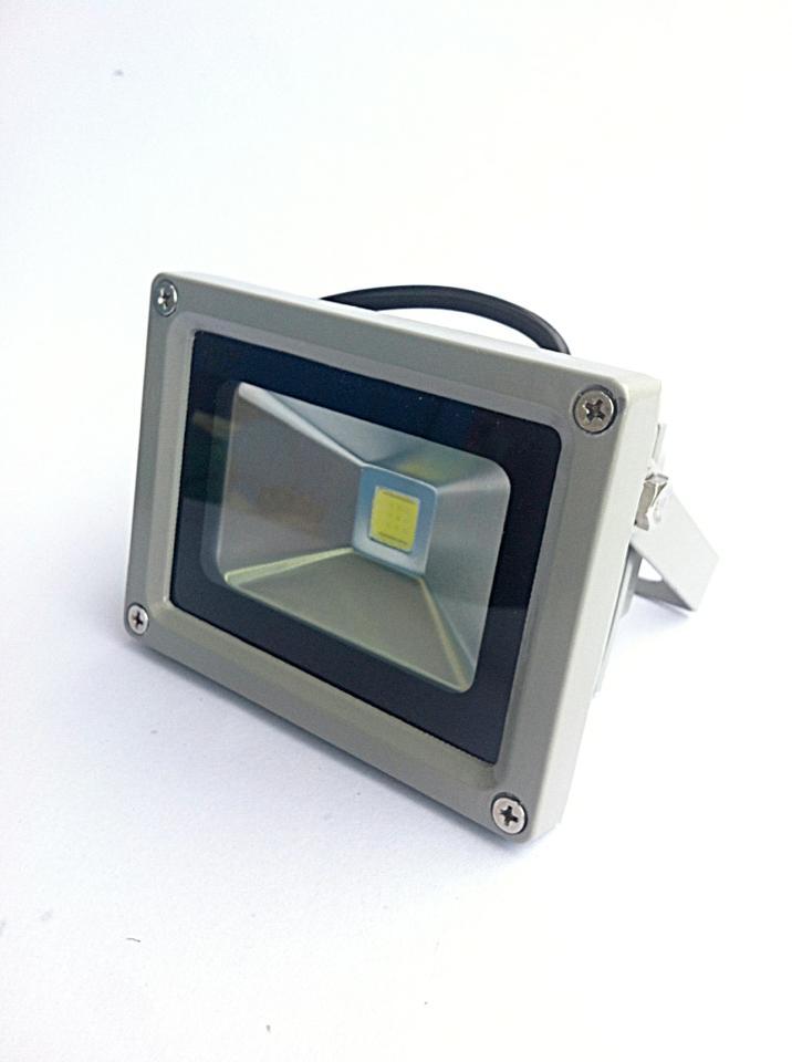 ฟลัดไลท์ LED 12V 10W สีขาว 6000k